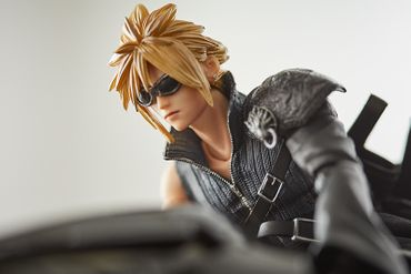 Final Fantasy VII: Advent Children Play Arts Kai No. 10 Action Figur: Cloud Strife & Fenrir – Bild 11