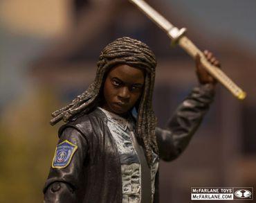 The Walking Dead Serie 9 Action-Figur: Michonne [Polizei Uniform Version] – Bild 5