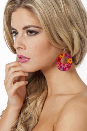 Hippie-Ohrringe rot mit Blumen – Bild 1