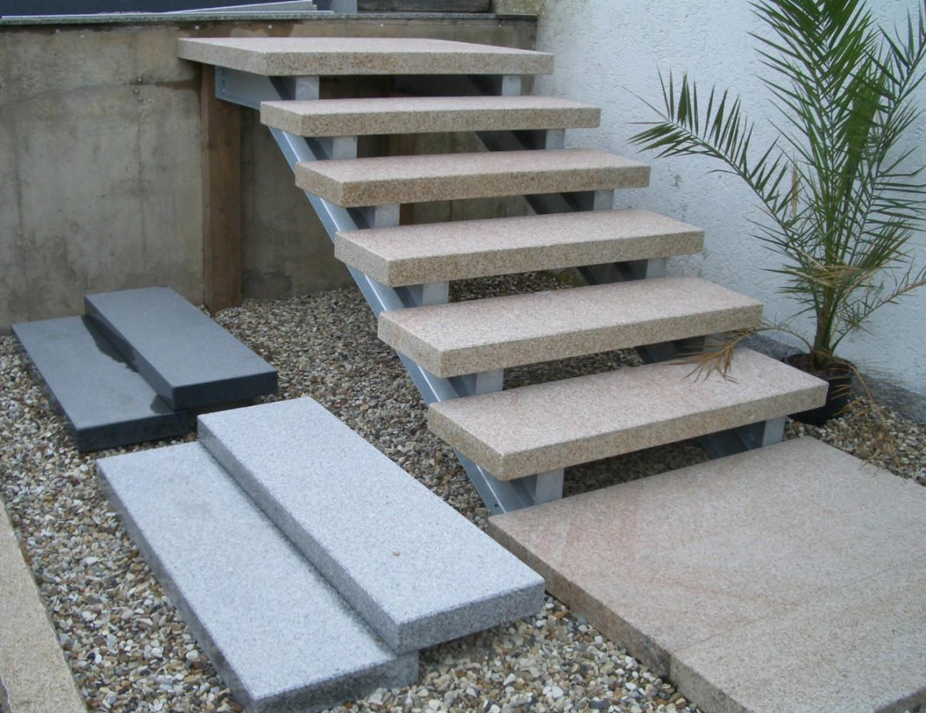 Treppenstufe Stufe aussen Granit Gelb geflammt 125x35x8cm