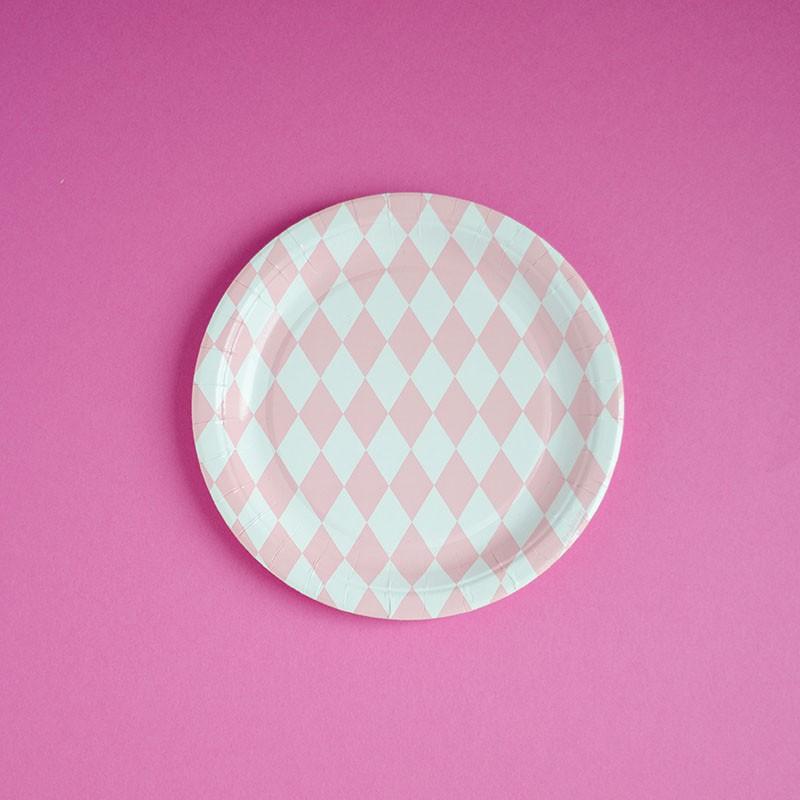 Pappteller mit rosa Rauten