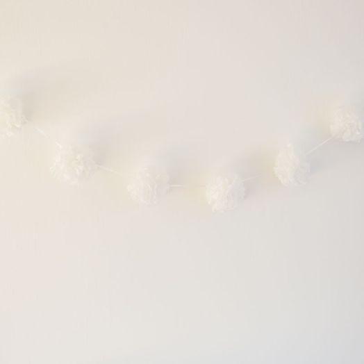 Pompom Girlande in Weiss