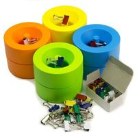 Dispenser magnetico di graffette per l'ufficio disponibile in verde, blu, arancio e giallo