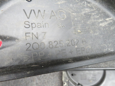 2Q0825201B Orig Unterbodenverkleidungen Abdeckung links rechts Paar VW Polo AW – Bild 5