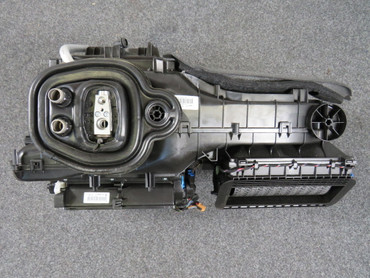 Original Heizungskasten Gebläsekasten Klimaautomatik Stellmotor Audi A3 e-tron – Bild 1