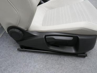 Fahrersitz Beifahrersitz Sitze Teilleder grau beige VW Scirocco 13 Facelift vorn – Bild 6