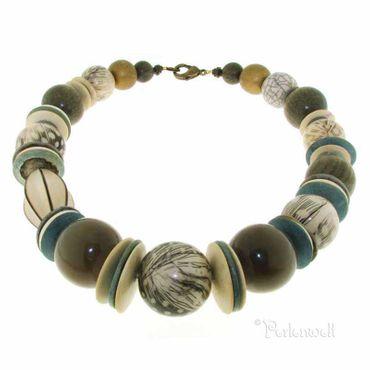 Halskette in grau-blau-natur mit Federn vom Perlhuhn