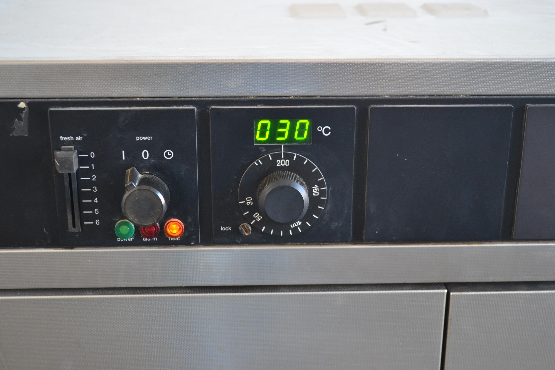 Memmert ULM 600 Wärmeschrank Trockenschrank Ofen 220 °C Temperatur ...