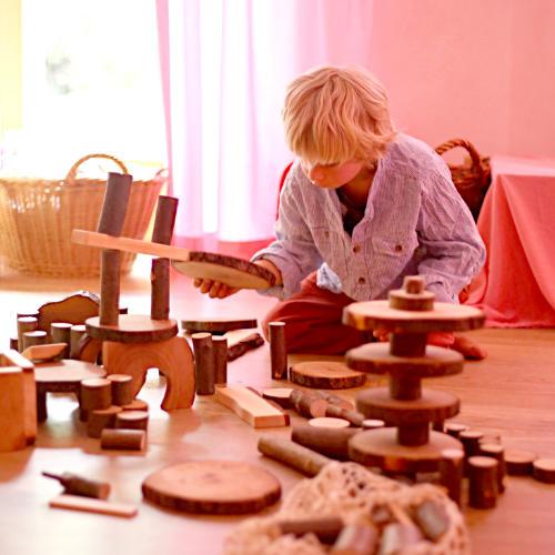 Spielen mit Holzspielzeug | Waldorfshop