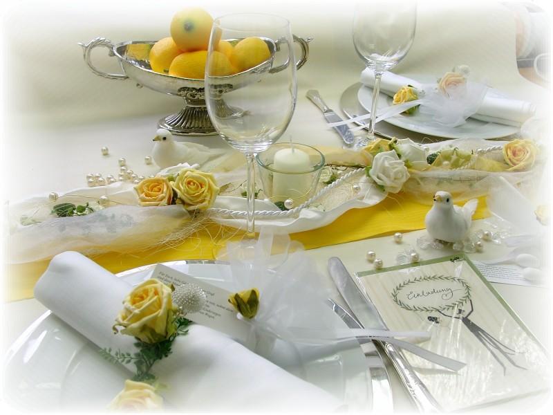 Gesteck Mit Votivglas Und Kerze Gelb Weiss Hochzeit Kommunion