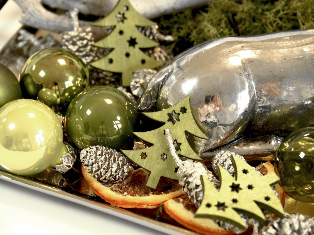 Adventsgesteck hirsch gr n advent gesteck tischdeko deko for Tischdeko advent