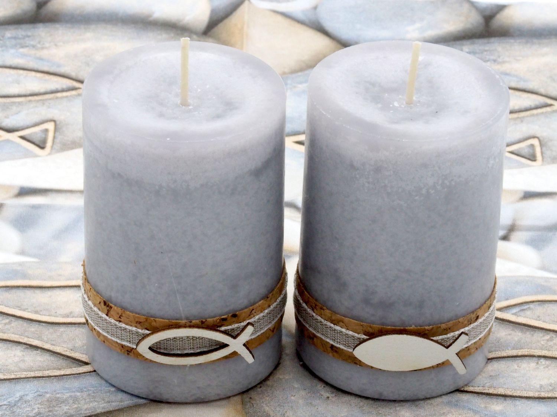 2 Stumpenkerzen Kerzen Hellgrau Grau Kork Fisch Holz Tischdeko Kerzendeko Kommunion Konfirmation