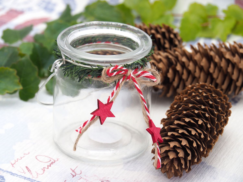 Windlicht mit Henkel Weihnachten Teelichtglas Deko Rot Weiß Stern Vintage Tischdeko Advent Winter