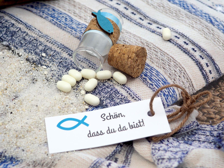 5 Gastgeschenke Kommunion Konfirmation Taufe Glasröhrchen 5cm Petrol Fisch Anhänger Kärtchen Schön, dass du da bist