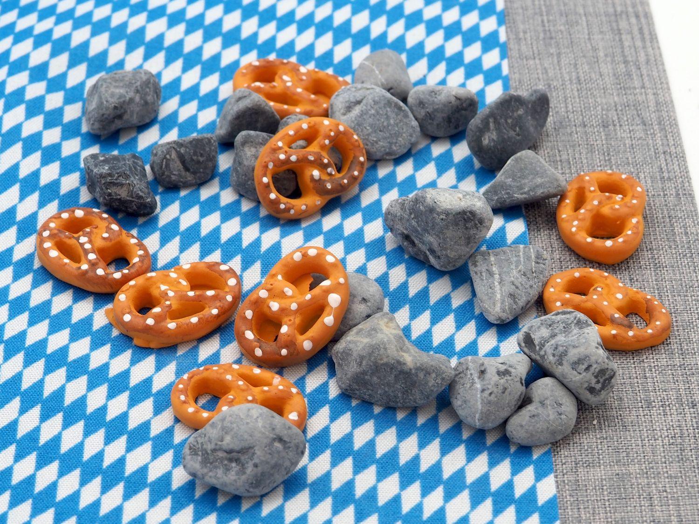 Tischdeko Oktoberfest Streudeko Brezel Steine Grau Deko Party Natur Landhaus 880g