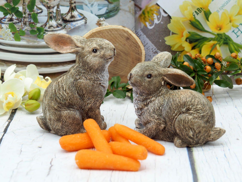 Hase Osterhase Hasenpaar Polyresin Tischdeko Braun Weiß Sitzend Liegend Ostern Frühling Sommer 2 Stück