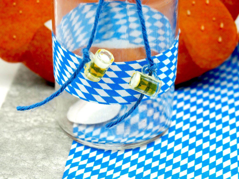 Vasen Oktoberfest Brezel Bierkrug Bayrisch Blau Tischdeko Deko Partydeko Geburtstag 2 Stück