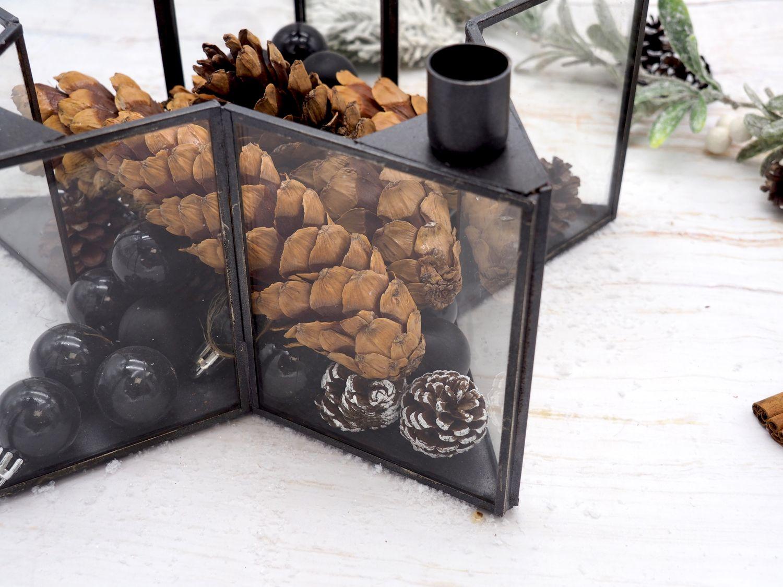 Adventsgesteck Stern aus schwarzem Metall mit Glas für 5 Stabkerzen als Tischdeko