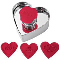 Wilton Herzausstecher mit 3 verschiedenen Prägestempeln – Herzförmige Keksausstechform – Bild 1
