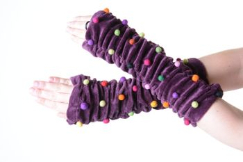 Velvet Arm Warmers with Funny Pom Poms in Great Colors – Bild 7