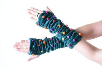 Velvet Arm Warmers with Funny Pom Poms in Great Colors – Bild 10