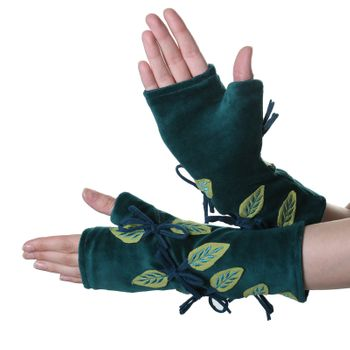 Velvet Arm Warmers with Decorative Leaf-Shaped Applications – Bild 3
