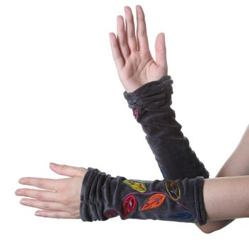 Velvet Arm Warmers with Decorative Leaf-Shaped Seams – Bild 2