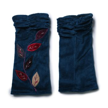 Velvet Arm Warmers with Decorative Leaf-Shaped Seams – Bild 7