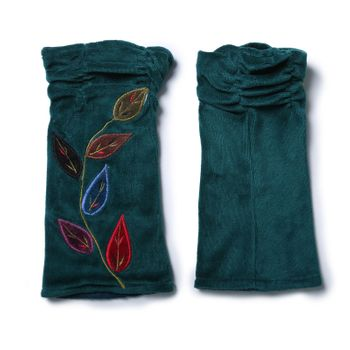 Velvet Arm Warmers with Decorative Leaf-Shaped Seams – Bild 12