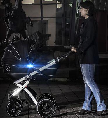 LightReflex Reflektor-Sticker für Kinderwagen, Buggy oder vieles andere – Bild 3