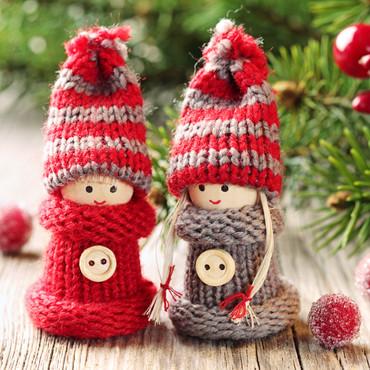 Weihnachtliche Strickkinder, 4 Stück – Bild 1
