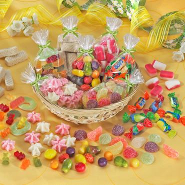 Naschkörbchen mit Süßwaren