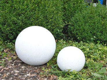 Fiberglas Dekokugel D20cm perlmutt weiß.