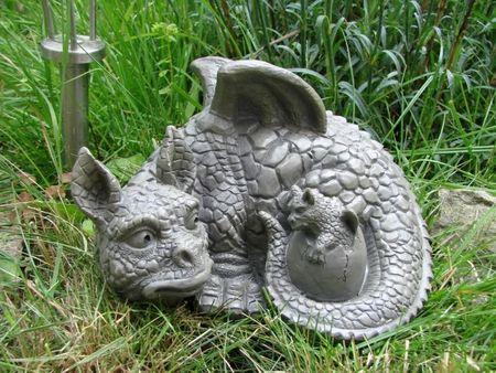 Kleines Drachenkind mit Baby Drache Gargoyle Figur – Bild 1