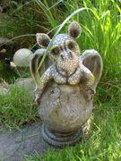 Drachenkind schlüpft aus Ei Drache Gargoyle Figur 001
