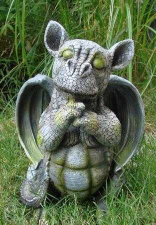Drachenkind träumend Drache Gargoyle Figur  – Bild 1