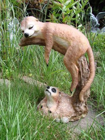 XL Erdmännchen auf Ast Figur Gartenfigur Tier Familie – Bild 1