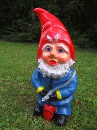 Gartenzwerg Feuerwehrmann 45 cm aus bruchfestem PVC Zwerg Made in Germany Figur – Bild 2