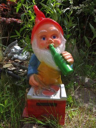 """Gartenzwerg """"Der Grillmeister"""" aus bruchfestem PVC Zwerg Made in Germany Figur – Bild 2"""