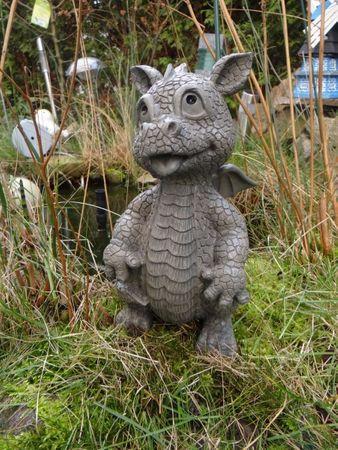 Gartendrache schaut nach oben Drache Figur Dragon