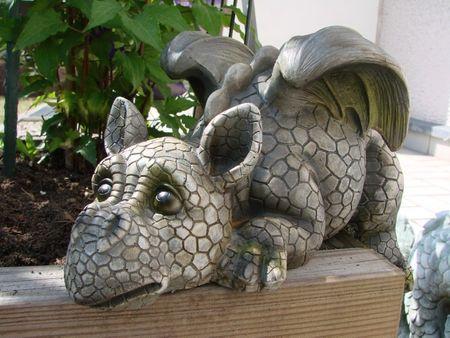 Drachenkind Kantenlieger Drache Gartenfigur Garten Figur  – Bild 1