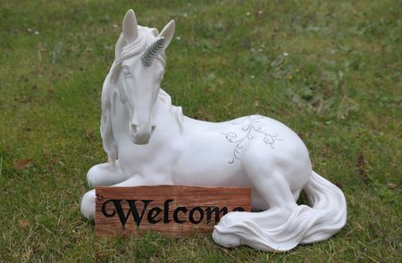 Einhorn Figur mit Welcome Schild Garten Pferd 37 cm