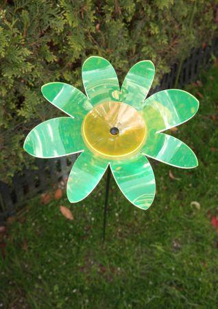 Gartenstecker Magerite Blume grün Acryl Figur Garten