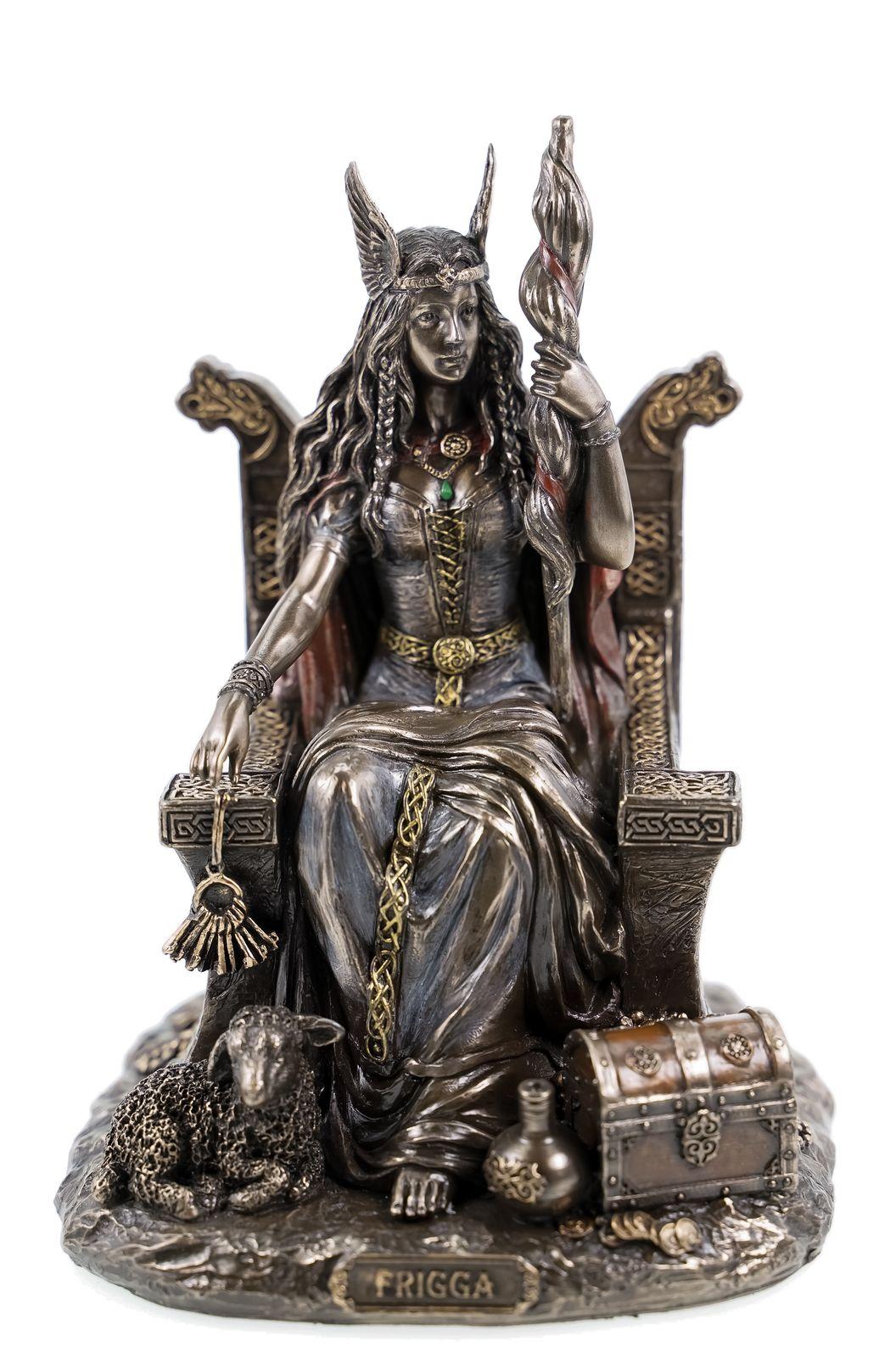 Germanische Göttin Frigga Frau Odins auf Thron Frigg Odin
