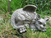 Kleines Drachenkind schläft li. Drache Gargoyle Figur 001