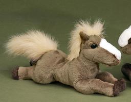 FÖRSTER Kuschelpferd liegend klein 28cm #1610