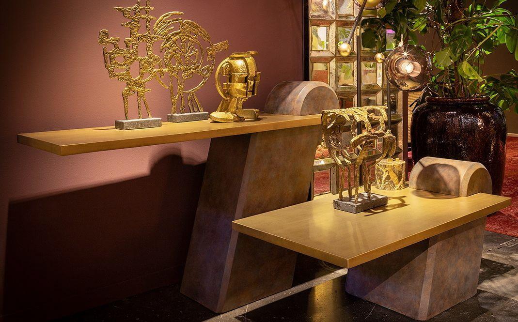 Moderner Konsolentisch mit freischwebender Tischplatte Messing, Kupfer Bein mit Deko Rolle hinten