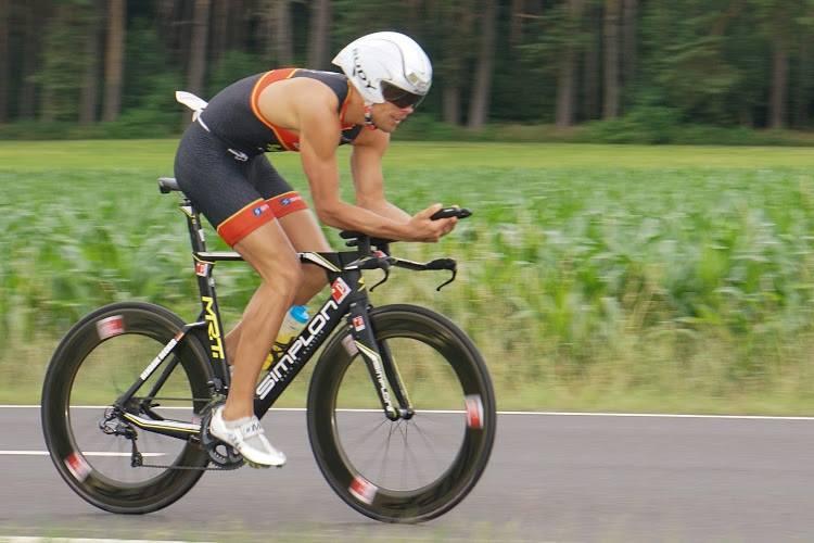 Der Triathlet Hendrik Becker nimmt regelmäßig myofelixir ein.