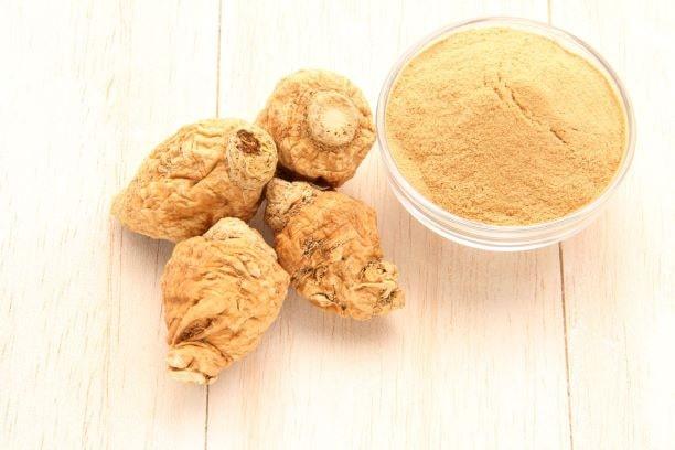 Die Maca-Knolle ist ein kleines Kraftpaket aus Proteinen und Aminosäuren.