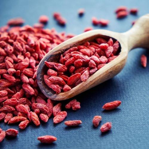 Goji-Beeren enthalten Vitamine und Polyamine. Letztere gelten aktuell als Jungbrunnen aller Zellen.